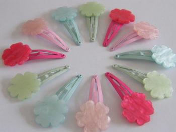 Barrette fleur à l'aspect nacré - produit 100% naturel en acétate de cellulose